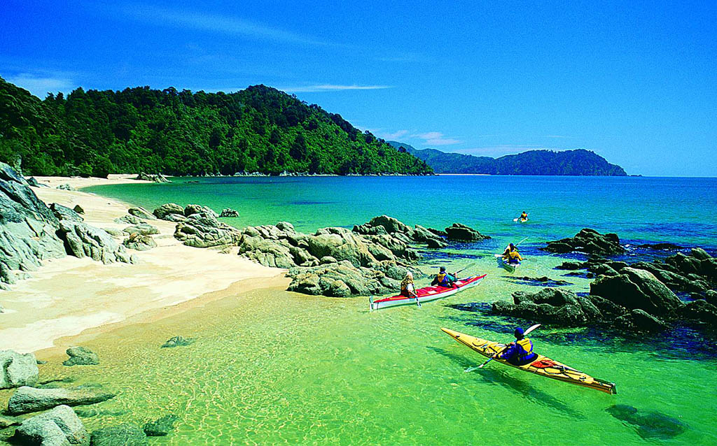 New Zealand Tourism-Kayaking in the Abel Tasman