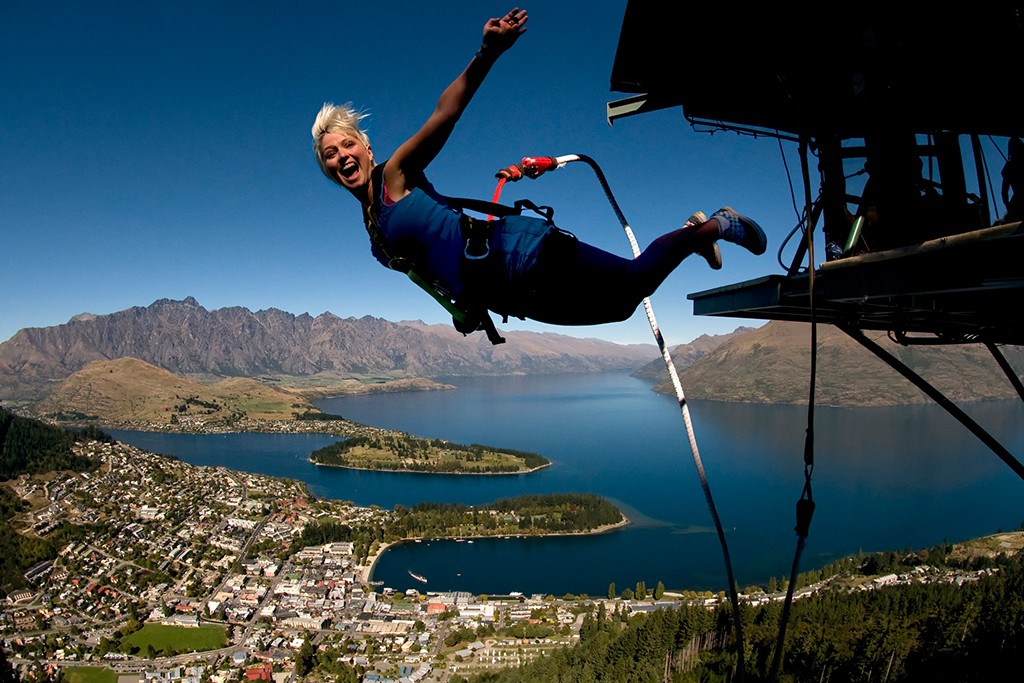 Travelling-solo-in-New-Zealand-waiheke-queenstown-bungy-1024x683