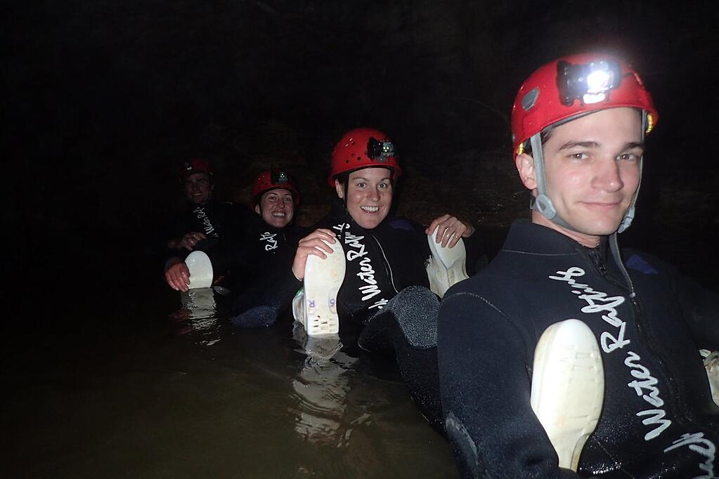 adventure-in-new-zealand-black-water-rafting-waitomo