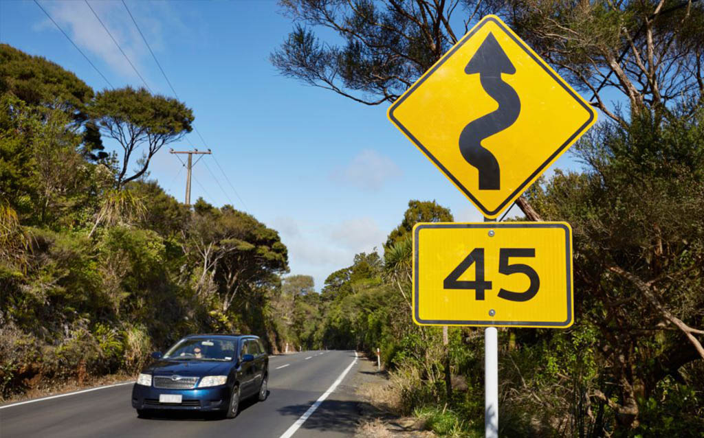 driving-in-new-zealand-safe-roads