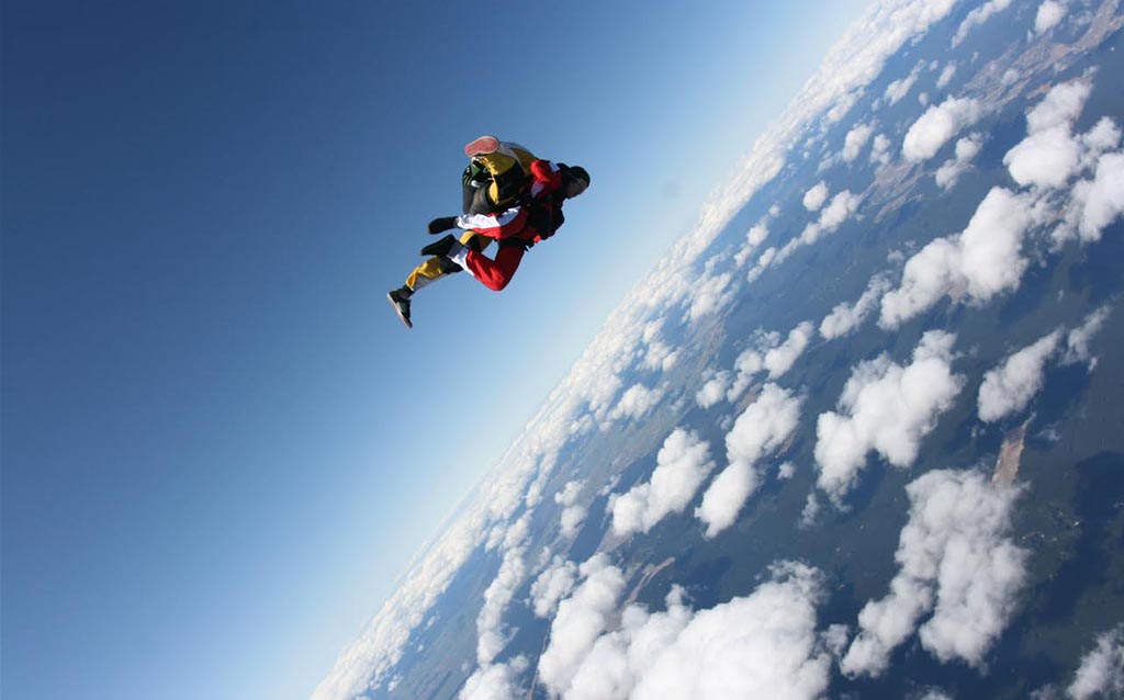 top-10-adventure-activities-taupotandem-sky-diving